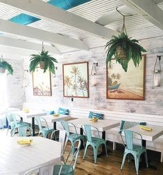 How about a vibe like this? Inspo for our future ICONic cafe; Decoration Restaurant, Deco Restaurant, Beach Restaurant Design, Cafe Interior Design, Cafe Design, Interior Ideas, Caribbean Restaurant, Caribbean Cafe, Hawaiian Restaurant
