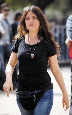 Imagen relacionada Camila Vallejo, Girl M, Basic Tank Top, V Neck, T Shirts For Women, Portrait, Tank Tops, Pretty, Google