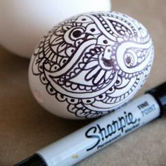 tons of egg decorating ideas Photo Credit Alisa Burke http://alisaburke.blogspot.com/2011/04/doodle-easter-eggs.html