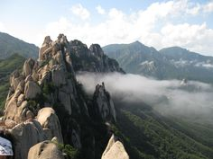 The famous Sea of Clouds at #Ulsanbawi Rock viewed from the peaks in #Seoraksan Natoinal Park, #Gangwon Province, Korea