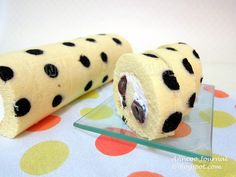 Recipe Cherry Polka Dots Swiss Roll by Anncoo Journal - Petit Chef Swiss Roll Cakes, Patterned Cake, Cherry Desserts, Cherry Cake, Sponge Cake Recipes, Blueberry Cake, Sweet Cherries, Tray Bakes, Eat Cake