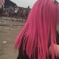 Get it or nah Short Dyed Hair, Dyed Hair Ombre, Dyed Hair Purple, Dyed Hair Pastel, Dye My Hair, Red Ombre, Dark Pink Hair, Hot Pink Hair, Lilac Hair