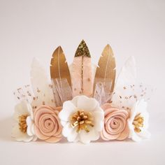 Items similar to Neutral Luxe Feather Crown - boho/ whimsical/ full size crown/ felt feather crown/ neutral colours/ birthday crown/ photo prop on Etsy Felt Diy, Felt Crafts, Diy And Crafts, Feather Crown, Felt Crown, Fleurs Diy, Feather Crafts, Felt Flowers, Flowers Nature