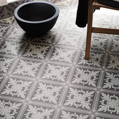 Våtrumsmatta Tarkett Aquarelle Designgolv Istanbul Medium Grey - Lilly is Love Tile Inspiration, Gorgeous Tile, House Tiles, Interesting Flooring, House Flooring, Hydraulic Tiles, Machuca Tiles, Flooring, Bathroom Flooring