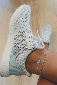 Styles and boulevard sneakers, search our assortment of trendy streetwear trainers and swimming footwear. Sneakers Fashion Outfits, Shoes Sneakers, Vans Shoes, Sock Shoes, Shoe Boots, Sneaker Store, Fresh Shoes, Hype Shoes, Trendy Shoes