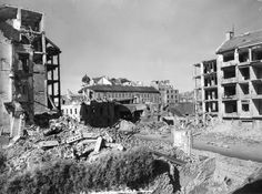 fortepan_60145.jpg  Az ostrom utáni állapotok Budapesten 1945-ben. Az I. kerületi Hattyú utca, szemben a Budai Apolló mozi romjai mögötte a Széna téri épületek, balra a Hattyú utca 12.
