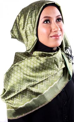 Brand: EARTH HEIR Product Code: Earth Heir Silk Patterned Scarf in Hunter Green, EH10013SCSKHG Availability: In Stock Order through Whatsapp/SMS: 019-292-5245 Expected delivery time (2-3 working days), RM400