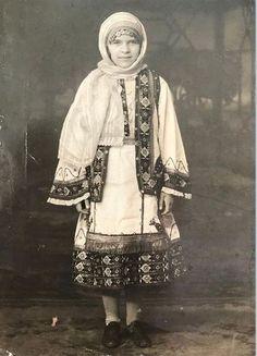 Κορινθιακή φορεσιά,1930(NYC) Kimono Top, 1930, Painting, Women, Art, Tops, Fashion, Art Background, Moda