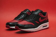 Nike Air Max 1 'Bred' Borrows from the Air Jordan 1 Nike Free Shoes, Nike Shoes Outlet, Running Shoes Nike, Jordan 1, Michael Jordan, Nike Air Max For Women, Nike Women, Air Max 1 Premium, Air Max Sneakers