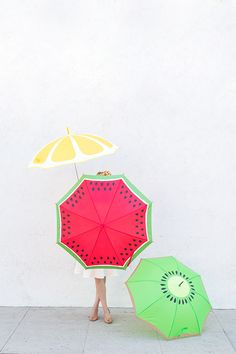 Add some color to your rainy day with a DIY fruit slice umbrella/parasol. Diy And Crafts, Crafts For Kids, Arts And Crafts, Diy Projects To Try, Craft Projects, Food Halloween Costumes, Diy Halloween, Colorful Umbrellas, Do It Yourself Inspiration