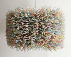Une lampe suspendue DIY fait avec des matériau recyclé