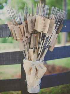 Sparklers At Your Wedding: Tips and Photo Ideas Fireworks and Sparklers Wedding Favors And Gifts, Budget Wedding Favours, Plant Wedding Favors, Wedding Tokens, Thanksgiving Games For Kids, Christmas Crafts For Kids To Make, Kindergarten Thanksgiving, Kindergarten Science, Preschool Christmas