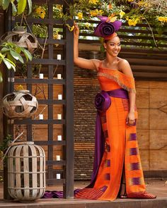 """Ghanian-based fashion designer, Sheelah Garbrah has been spinning heads on social media since the release of her """"Ohemaa"""" collection of kente dress. African Print Dresses, African Print Fashion, African Dress, African Clothes, African Attire, African Wear, African Style, African Women, Kente Dress"""