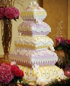 Indian wedding cakes are a popular subset of wedding cakes common in weddings involving people of Indian descent. Bold colors with plenty of red and gold are a notable element of most Indian wedding cakes. Pillow Wedding Cakes, Pillow Cakes, Crazy Wedding Cakes, Indian Wedding Cakes, Elegant Wedding Cakes, Beautiful Wedding Cakes, Gorgeous Cakes, Wedding Cake Designs, Pretty Cakes