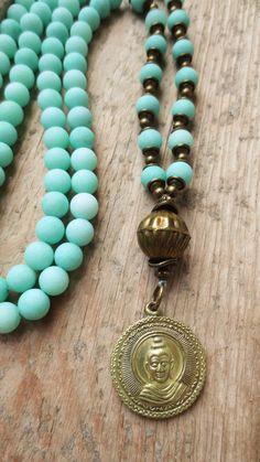 prayer beads turquoise brass necklace Charm- & Bettelketten - Mala Kette 108 Edelsteinperlen Jade türkis Buddha - ein Designerstück von weibsbild bei DaWanda