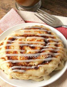 Cinnamon Roll Pancakes with Cream Cheese Icing – Breakfast & Brunch – Rolls Recipes Breakfast And Brunch, Breakfast Items, Breakfast Dishes, Breakfast Recipes, Köstliche Desserts, Delicious Desserts, Dessert Recipes, Yummy Food, Yummy Treats