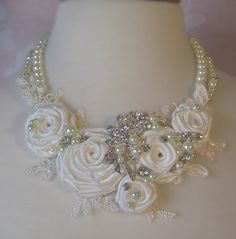 Déclaration de mariée Ivoire collier avec Roses par TheRedMagnolia