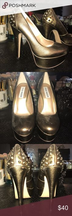 Steve Madden zandy leather pumps in color bronze These were used once. They look a little dusty but even though they were worn they are in great condition. They're just sitting there so I had to let them go! Steve Madden Shoes Heels