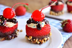 Momma Told Me: Taste the season. When I was a young girl we'd overnight strawberries to my grandparents in Massachusetts. Dipped Pretzel Rods, 4th Of July Celebration, Banana Split, Summer Bbq, Strawberry Recipes, Vegan Baking, Summer Desserts, Fruits And Veggies, Nye
