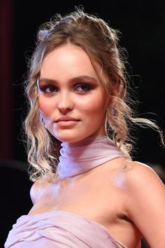 Vogue Paris, Brilliant Brunette, Mode Rose, Lily Rose Depp, Fashion Week, Girl Crushes, Glamour, Makeup Looks, Hair Makeup