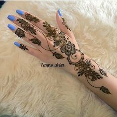 🖤so much talent💙luv this🖤💙💙🖤💙🖤💙🖤💙🖤 ❤ Modern Henna Designs, Indian Henna Designs, Finger Henna Designs, Latest Bridal Mehndi Designs, Mehndi Designs For Beginners, Mehndi Designs For Girls, Mehndi Designs For Fingers, Latest Arabic Mehndi Designs, Henna Tattoo Designs