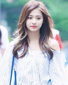 Twice - Tzuyu Kpop Girl Groups, Korean Girl Groups, Kpop Girls, Twice Tzuyu, Sana Momo, Chou Tzu Yu, Twice Kpop, Dahyun, Beautiful Asian Women
