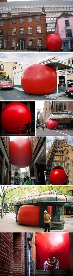 Ballon rouge XXL  The redball project by Kurt Perschke's