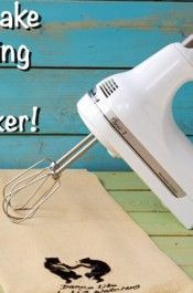 How-to-Make-Royal-Icing-with-a-Hand-Mixer-by-thebearfootbaker.com