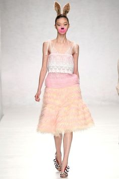 See all the Collection photos from Ryan Lo Spring/Summer 2014 Ready-To-Wear now on British Vogue London Fashion Weeks, Runway Fashion, Fashion Show, Fashion Outfits, Fashion Design, Quirky Fashion, Fashion East, Whimsical Fashion, Women's Fashion