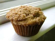 Amish friendship bread gone smaller and with a topping makes these muffins a great choice Amish Bread Recipes, Sourdough Recipes, Baking Recipes, Dessert Recipes, Desserts, Dutch Recipes, Friendship Bread Recipe, Friendship Bread Starter, Amish Friendship Bread