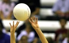 23 Tips to Become the Best Volleyball Setter - Pro Rec Athlete Volleyball Setter, Volleyball Tips, Volleyball Shirts, Volleyball Pictures, Cheer Pictures, Softball Pics, Volleyball Positions, Volleyball Drawing, Future Games