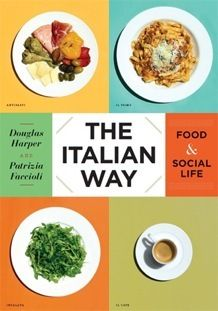 이탈리아 음식 문화 | 320 페이지, 10.1 x 7.1 x 1.2 인치 |      음식을 만들고 음식을 먹는 행위는 이탈리아 사람들의 일상에서 매우 중요한 역할을 한다. 저자 더글라스 하퍼와 파트리치아 파치올리는 이탈리아의 생생한 식탁문화를 우리에게 선사한다.   이 책에는 이탈리아 음식의 도시 볼로냐에 사는 24 가족을 소개한다. 저자 하퍼의 아웃사이더의 관점과 호기심 그리고 이탈리아 사회학자인 파치올리의 인사이더의 관찰이 어우러진다. 볼로냐의 다양한 가족들의 장보기, 음식만들기, 그리고 설겆이하기까지의 실생활을 들여다 볼 수 있다. 이러한 사례중심의 음식문화와 더불어 이탈리아의 음식역사, 500년 역사를 가진 요리책들에 대한 이야기 보따리를 풀어놓는다. 결과물은 다른 나라의 문화에 호기심 많은 독자들의 궁금증을 완전히 해소해 주는 정보가 맛갈스럽게 담긴 흥미진진한 책이다.