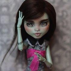 #dollphoto #dollphotogallery #ooak #repaint #Mattel #matteldoll #ooakdoll #custom #monsterhighrepaint #monsterhighdoll #monsterhigh #mh #eah #everafterhigh #everafterhighrepaint #dollcollector #collector #artdoll #gothic  #wig #artdoll