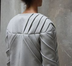 It's in the detail. Innovative Pattern Cutting - origami fashion with pleated sleeve detail; Origami Fashion, 3d Fashion, Fashion Mode, Fashion Fabric, Fashion Details, Fashion Design, Style Fashion, Techniques Couture, Sewing Techniques