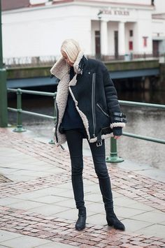 Jacket and boots from Acne, cashmere knit from Zara and jeans from Gina Tricot #StreetStyle