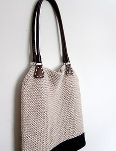 Ravelry: Simple Hemp Tote pattern by Espace Tricot. KNIT, but inspiration for a crochet version Crochet Handbags, Crochet Purses, Crochet Bags, Tote Pattern, Knitting Accessories, Casual Bags, Knitted Bags, Leather Handle, Knitting Patterns