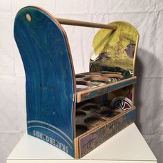 Beer Caddy made from 100 recycled skateboards by on Etsy Skateboard Decor, Skateboard Shelves, Skateboard Furniture, Diy Furniture, Furniture Design, Beer Caddy, Diy Desk, Skateboards, Diy Woodworking
