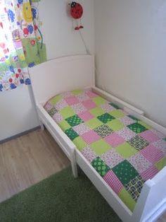 vanha sänky ja tilkkupeitto