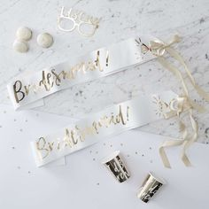 Let everyone know who's part of the bridal party with these Ginger Ray Metallic Gold & White Bridesmaid Sashes! They will add an extra touch of style to your bachelorette party, bridal, or wedding shower. Gold Bridesmaids, Bridesmaid Gifts, Bachelorette Sash, Bride To Be Sash, Hen Party Accessories, Team Bride, Marie, Bridal Shower, White Gold