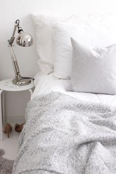 White bedroom, nordic style --> Interior Pinterest: @FlorrieMorrie00 Instagram: @flxxr__