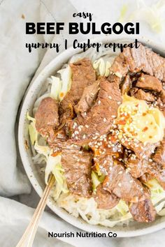 Make your very own Korean beef bulgogi at home. It's a yummy homemade Cupbop version that's got tender beef, cabbage, rice, noodles, and two delicious sauces. Best Beef Recipes, Good Healthy Recipes, Vegetarian Recipes, 1500 Calorie Diet, Korean Beef, Bulgogi, Soup And Sandwich, Cabbage Rice, Quick Meals