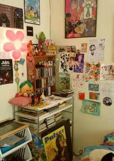 | mebuu: What does your room look like? :^)