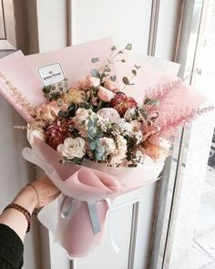 All Of The Ways You Should Prepare For Mother's Day 2019 Mother's Day 2019 is arguably one of the most important dates of the year, but have you started to think about how to prepare for it? Here are all the ways you should prepare for Mother's Day 2019 Boquette Flowers, Beautiful Bouquet Of Flowers, Luxury Flowers, Bunch Of Flowers, Flower Boxes, Planting Flowers, Beautiful Flowers, Wedding Flowers, Wedding Flower Packages