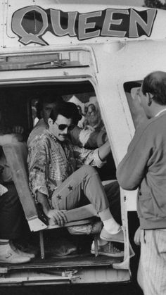 Singer Freddie Mercury - of British rock band Queen arrives at the Knebworth Festival by helicopter, August (Photo by Dave Hogan/Getty Images) Queen Freddie Mercury, Bryan May, Freddie Mecury, Rock Poster, Queen Photos, Queen Pictures, We Will Rock You, Queen Band, Queen Queen
