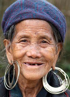 Vietnam, Hmong population in the area of Sapa   Martha de Jong-Lantink  #world_cultures
