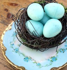 A simple but quite pretty Easter display, from French Garden House.