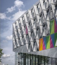 2015's ALU-award winner is an ingenious dynamic facade design by Henning Larsen Architects. Check it out and leave us your views... http://globalhop.indiaartndesign.com/2015/03/candid-dynamic-green-campus-kolding.html