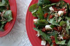 Sunflower - w wolnej chwili...: Sałatka ze szpinaku z suszonymi pomidorami