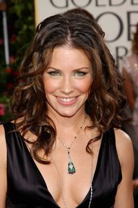 The 37-year old daughter of father (?) and mother(?), 165 cm tall Evangeline Lilly in 2016 photo