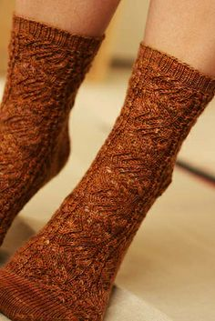 Socktoberfest by elinknits, via Flickr-free pattern Comfy Socks, Knit Socks, Sock Knitting, How To Start Knitting, Slipper Boots, Knit Or Crochet, Yarn Colors, Yarn Crafts, Hooks